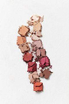 Anastasia Beverly Hills Modern Renaissance Eyeshadow Palette #anastasiabeverlyhills #eyeshadow #colorful
