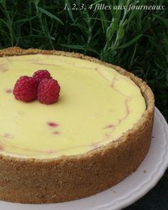 """Il y a un peu plus d'un an, j'avais goûté un cheesecake dans une pâtisserie qui m'avait dégoûté de ce dessert mais l'année dernière, lors de la rencontre du forum """"Plaisirs gourmands"""", Céline du blog """"On s'invite chez Céline"""", avait réalisé ce cheesecake..."""