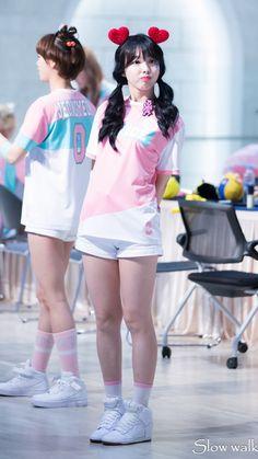Kpop Girl Groups, Korean Girl Groups, Kpop Girls, Couple With Baby, Warner Music, Twice Korean, Twice Jyp, Chaeyoung Twice, Nayeon Twice