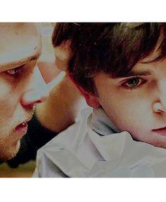 Dylan Massett - Max Thieriot & Norman Bates - Freddie Highmore