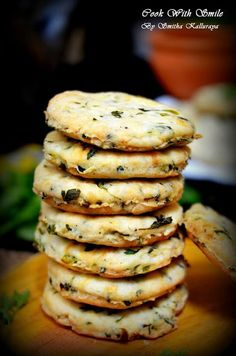 savory cookies indian recipe Salty Biscuit Recipe, Indian Biscuit Recipe, Bakery Recipes, Cookie Recipes, Dessert Recipes, Snacks Recipes, Cupcake Recipes, Desserts, Kitchens