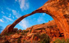 Landscape Arch, Arches National Monument, Utah, USA.