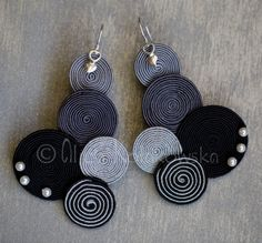 Soutache jewellery but it would look great with crochet too. Paper Earrings, Paper Jewelry, Diy Earrings, Earrings Handmade, Diy Jewelry, Handmade Jewelry, Jewelry Design, Jewelry Making, Soutache Jewelry