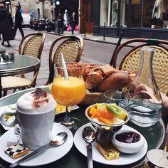 brunch in the city Breakfast Time, Breakfast Recipes, Parisian Breakfast, Diet Breakfast, Perfect Breakfast, Café Chocolate, Food Porn, Tasty, Yummy Food