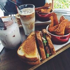 Uploaded by MiaDomc. Find images and videos about food, yummy and delicious on We Heart It - the app to get lost in what you love. Sushi Lunch, Food Wallpaper, Tasty, Yummy Food, Tumblr, Favim, I Foods, Sweet Recipes, Cravings