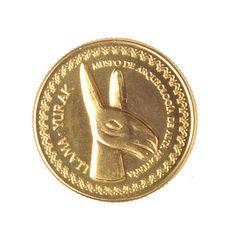 SALTA MEDALLA DE RECUERDO(Anverso medalla: Llama) objeto de ajuar de los niños del Llullaillaco. Museo de Arqueología de Alta Montaña.