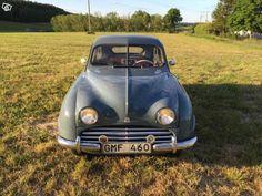 Saab 92 B 1954. En mycket fin 92b som renoverats på 80-talet. Motor och växellådan renoverades och är i toppskick. Har stått i varmgarage i 20 år,nu uppstartad och nya bromsar monterade. Ingen rost, fin i lack o inredning. Medföljer en hel del delar...