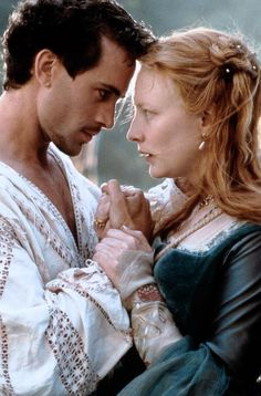 Robert Dudley, 1st Earl of Leicester and Elizabeth I of England - Joseph Fiennes and Cate Blanchett in Elizabeth (1998).
