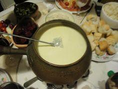 Bagna Cauda Recipe, Fondue, Tapas, Party Favors, Bella, Cheese, Ethnic Recipes, Party Time, Pizza