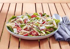 If you're looking for easy, tasty lunch ideas, this BLT Pasta Salad recipe ticks all the boxes. A classic flavour-filled meal that will give your day a lift. Blt Pasta Salads, Pasta Salad Recipes, Healthy Recipes For Weight Loss, Easy Healthy Recipes, Salad Recipes Video, Large Salad Bowl, How To Cook Pasta, Quick Meals, Stuffed Peppers