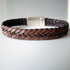 """Bracelet de cuir Dandy """"sweet"""" tressé à six brins. Couleur : marron antique. Fermoir : magnétique plaqué argent"""