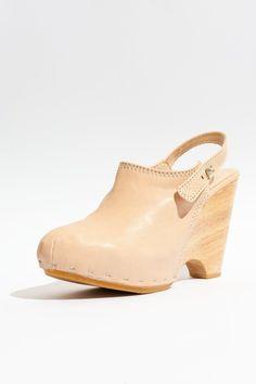 Durbuy Sweet Peach Clog Heel #leather #shoes #fashion #durbuy #koshka #wood #highheels #metallic #heel #japanese #japan $479