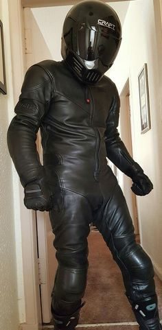 NSFW Gay biker into bikes leather and men- please leave if under age Leather Harness, Leather Cap, Leather Pants, Motard Sexy, Bike Leathers, Biker Gear, Leder Outfits, Tights, Suits
