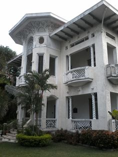 rodriguez mansion Philippine Architecture, Classic Architecture, Filipina, Old Town, Interior And Exterior, Road Trip, Mansions, House Styles, Furniture