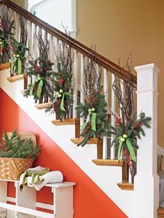 We all have a sense of creativity that we must display when the holiday season arrives.So start with our Christmas staircase decoration. Country Christmas, Winter Christmas, Christmas Home, Christmas Wreaths, Christmas Crafts, Beach Christmas, Christmas Ideas, Beautiful Christmas, Christmas Entryway