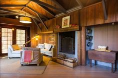 Carriage house turned into tiny cabin keeps impressive secrets behind its door | SF Globe
