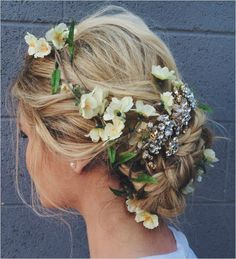 Top 25 Braided #Wedding #Hair Ideas! #weddingchicks http://www.weddingchicks.com/25-braided-wedding-hair-ideas-love/