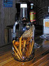 """Honduras """"Gifiti""""  de origen medicinal elaborada a base de hierbas como manzanilla, pericón, anís, pimienta gorda, clavos de olor, palo de hombre, raíz de hao, con trigo y mire el sol (gebeyu) opcional miel o cualquier licor de su preferencia, se pone al sol para fermentarlo al cabo de ocho días ya tiene el color deseado"""