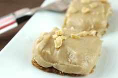 Healthy No-Bake Peanut Butter, Coconut & Honey Bars: Sweet and fudge-like, these peanut butter bars don't require turning on the oven. A satisfying treat that will make it to the top of your dessert list. Healthy Baking, Healthy Desserts, Delicious Desserts, Yummy Food, Healthy Foods, Healthy Recipes, Healthy Options, Clean Recipes, Eating Healthy
