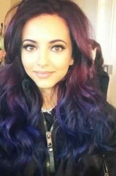 Jade's new hair!! Love it! << you are wayyy behind. That's like her old old hair, then she dyed it bluish green. And now it's ombréd.