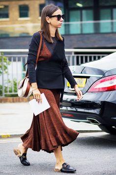 Natasha Goldenberg wears a sweater, knit slip dress, wrap top, and Gucci… Fashion Star, Uñas Fashion, Work Fashion, Fashion Looks, Womens Fashion, Street Fashion, London Fashion Weeks, Fashion Week 2015, Alexa Chung