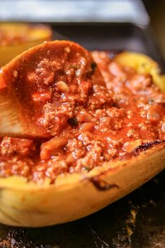 How to Cook Spaghetti Squash Boats - Savory Thoughts - Here's the right way to cook spaghetti squash boats! This method will leave you with a juicy, tender, spaghetti-like experience every single time. Full of fiber and other nutritious value. Spaghetti Recipes, Pasta Recipes, Cooking Recipes, Food Dishes, Main Dishes, Spaghetti Squash Boat, Squash Boats, Haitian Food Recipes, Meat Sauce
