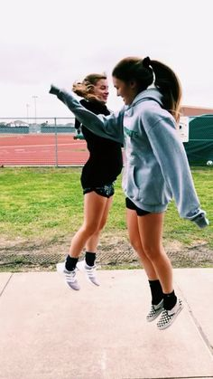 Eva Fischer for more poppin pins ❤️⚡️✨ - handshake Bff Pictures, Best Friend Pictures, Friend Photos, Best Friend Fotos, My Best Friend, Best Friends, Gal Pal, Friend Goals, Baseball Boys