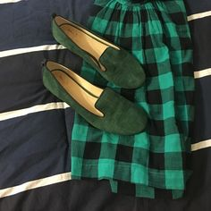 """Vince vero cuoio shoes 100% AUTHENTIC STYLE: Nova COLOR: Dark SIZE: 7.5 Suede upper with tonal topstitching Matte leather piping and backstay Leather lining Approx. 1"""" wooden stacked heel Padded leather sole. Excellent condition Vince Camuto Shoes"""