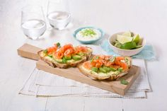 Toast with salmon Bruschetta, Salmon, Seafood, Sandwiches, Toast, Mexican, Dinner, Ethnic Recipes, Cilantro