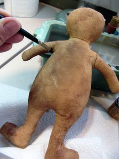 Hello friends, in this post I will be showing you how I finished this little Gin. Hello friends, in this post I will be showing you how I finished this little Ginger! I hope you enjoy taking a peek! First two pictures show. Primitive Patterns, Primitive Folk Art, Primitive Crafts, Primitive Snowmen, Craft Projects, Sewing Projects, Doll Tutorial, Primitive Christmas, Christmas Projects