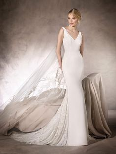 Crepe and lace blend perfectly in the HEIDI design, a beautiful mermaid wedding with a V-neckline