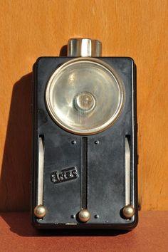 DDR Taschenlampe mit roter, blauer und grüner Folie zum Vorschieben von der Firma Artas aus Arnstadt
