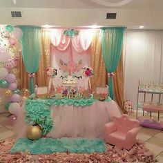 What a gorgeous unicorn party set up for unicorn loving girls....so magical for a birthday party to remember