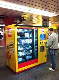 LEGO™ Vending Machine instructions and stickers — Home Lego Memes, Lego Custom Minifigures, Step On A Lego, Lego Pictures, Lego Activities, Lego Robot, Funny Marvel Memes, Coca Cola, Cool Lego Creations
