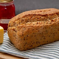 Grovbrød med gulrot og linfrø Norwegian Food, Norwegian Recipes, Sweet And Salty, Banana Bread, Side Dishes, Dinner Recipes, Food And Drink, Cooking, Health