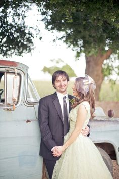 The use of an old car/truck for vintage feel wedding photos. LOVE!
