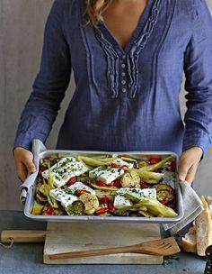 Gebackener Feta auf Ofengemüse ist lecker vegetarisch und schnell gemacht. Ob als Hauptgericht oder Beilage - mit diesem Rezept könnt ihr nichts falsch machen!