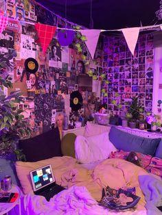 Indie Bedroom, Indie Room Decor, Cute Bedroom Decor, Room Design Bedroom, Room Ideas Bedroom, Bedroom Inspo, Chill Room, Cozy Room, Otaku Room
