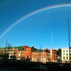 Primeiras imagens  e primeiro giro em Dublin. Nosso próximo post sobre a cidade que nos abrigou por 1 ano. #gironapangeia #viagem #dublin #arcoiris #trip #mochileiros **ⓔⓝ First pictures of Dublin. The next post is about a city that was our home for a year. **