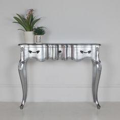 Ripple Dressing Table in Silver