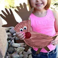 Make a paper plate reindeer craft with your kids. It's a great art project to make for Christmas time.