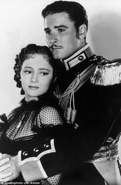 "Olivia de Havilland & Errol Flynn ""Charge of the Light Brigade""~ my favorite cinema couple. Hollywood Actor, Golden Age Of Hollywood, Hollywood Stars, Hollywood Actresses, Classic Hollywood, Old Hollywood, Actors & Actresses, Hollywood Glamour, Errol Flynn"