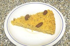 La sbrisolona è una torta a base di farina bianca, farina di mais, zucchero, strutto, burro e mandorle tagliate grossolanamente, tipica della Lombardia.