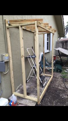 Bolted straight into the wall Bolted straight into the wall Diy Storage Shed, Backyard Storage, Garden Tool Storage, Backyard Sheds, Backyard Projects, Outdoor Projects, Outside Storage, Outdoor Buildings, Simple Shed