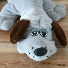 Peluche Pound Puppy 1984, PPY, chien peluche, Peluche chien triste, toutou chien, amoureux de chien, cadeau enfant, cadeau noel de la boutique PastelEtPixel sur Etsy Pound Puppies, Vintage Toys, Plush, Etsy, Boutique, Plushies, Doggies, Love Birds, Old Fashioned Toys