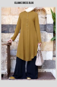 Long and modest, loose tops are a Muslimah must-have. Pair casual tunics with your favorite denim and wear our professional blouses to the office. Islamic Fashion, Muslim Fashion, Modest Fashion, Fashion Dresses, Kurti Designs Party Wear, Kurta Designs, Blouse Designs, Hijab Outfit, Hijab Dress