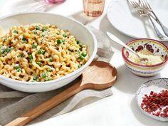 Lemon and Pea Alfredo - summery pasta. Noah wants this pasta dish Pasta Recipes, Dinner Recipes, Cooking Recipes, Giada Recipes, Cooking Food, Food Food, Yummy Recipes, Dinner Ideas, Gourmet