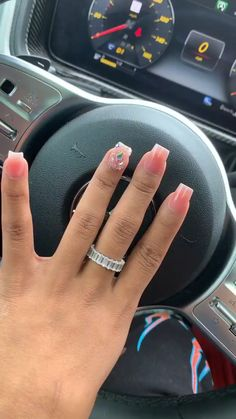 Semi-permanent varnish, false nails, patches: which manicure to choose? - My Nails Bling Acrylic Nails, Simple Acrylic Nails, Aycrlic Nails, Glam Nails, Best Acrylic Nails, Bling Nails, Simple Nails, Acrylic Nail Designs, Short Square Acrylic Nails