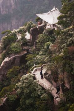 Huangshan (Yellow Mountains) China Travel Share and enjoy! Great Places, Places To See, Beautiful Places, Gaia, Animal Crossing, Travel Baby Showers, Paludarium, Famous Places, China Travel