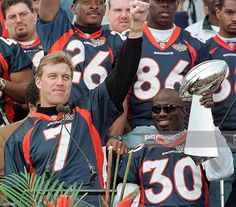 Denver Broncos quarterback John Elway salutes the crowd while Super. Denver Broncos Womens, Denver Broncos Football, Go Broncos, Broncos Fans, Nfl Football Players, Best Football Team, Football Memes, Football Food, Denver Broncos Quarterbacks